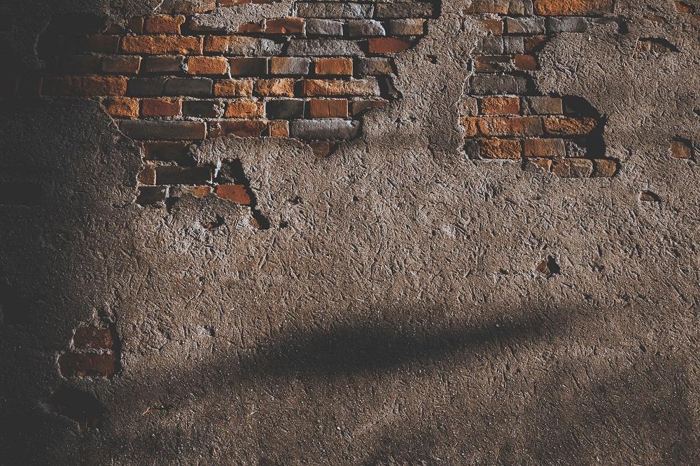 Poradnik jak naprawiać ściany przed malowaniem