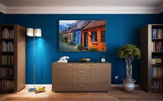 Jak łączyć kolory podczas malowania ścian w dużym salonie? 6 pomysłów na niezawodne kompozycje