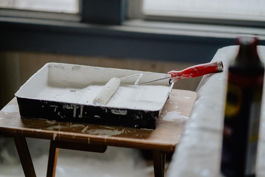 Jakie są powody do odłożenia malowania ścian na później?